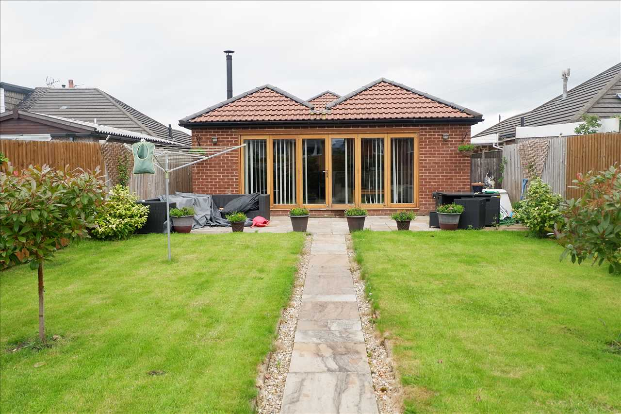 4 bed bungalow to rent in Abbey Grove, Adlington 2