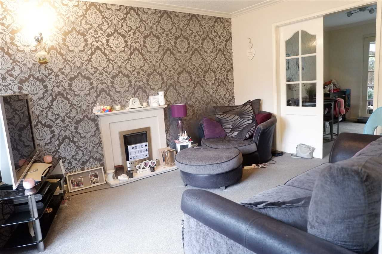 3 bed semi-detached for sale in Ellerbrook Close, Adlington 3
