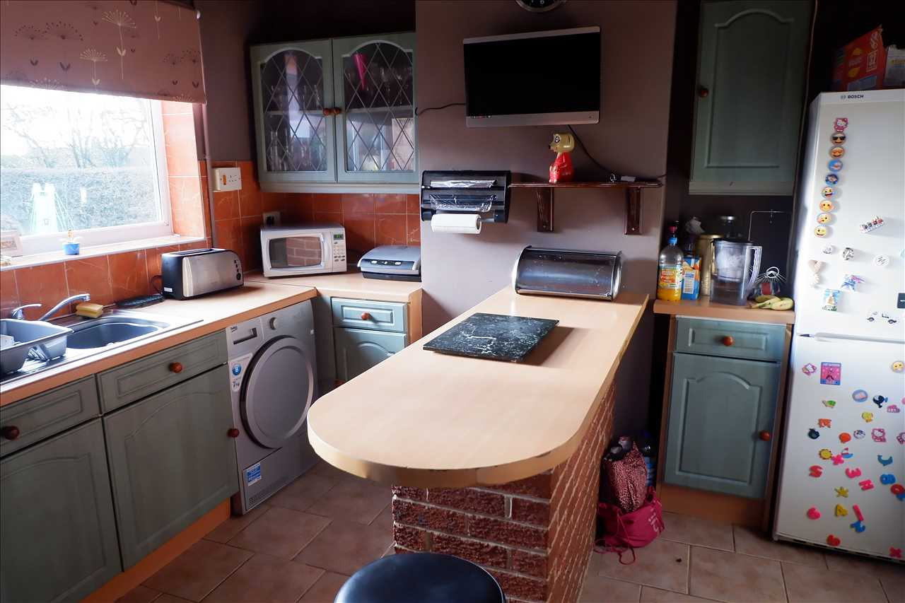 3 bed semi-detached for sale in Croston Avenue, Adlington 4