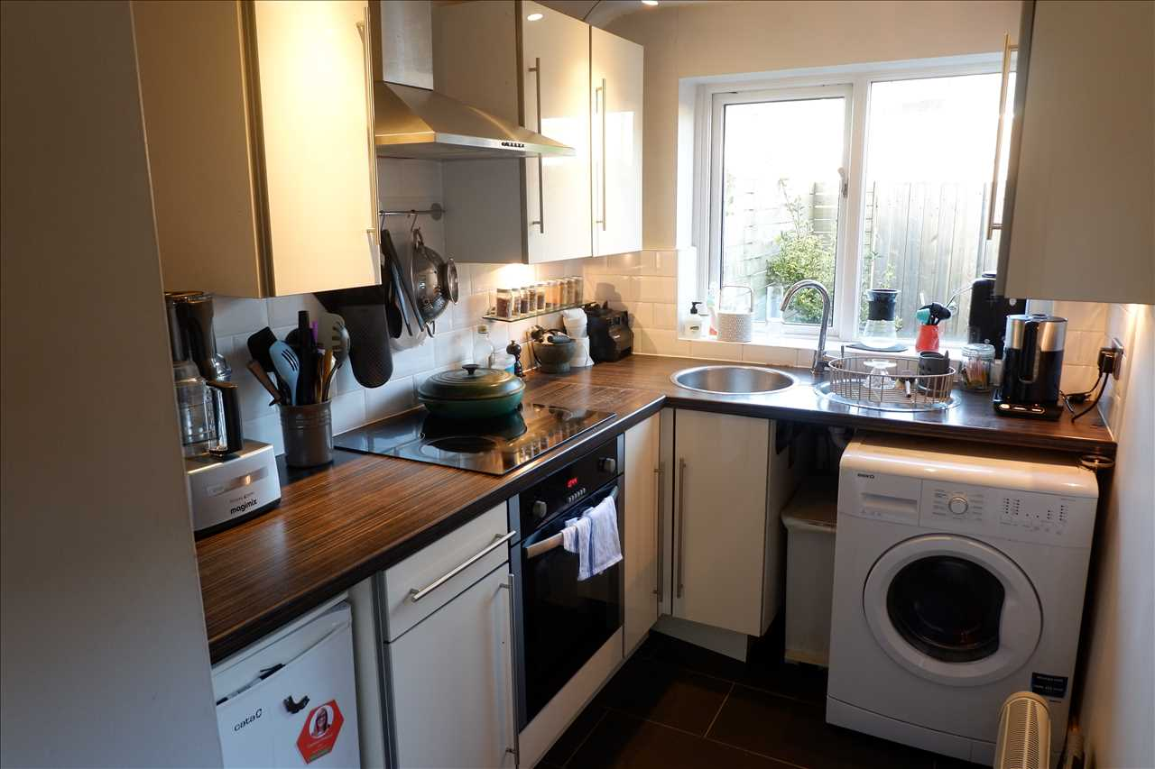 2 bed cottage to rent in Hugh Lupus St, Bolton 8