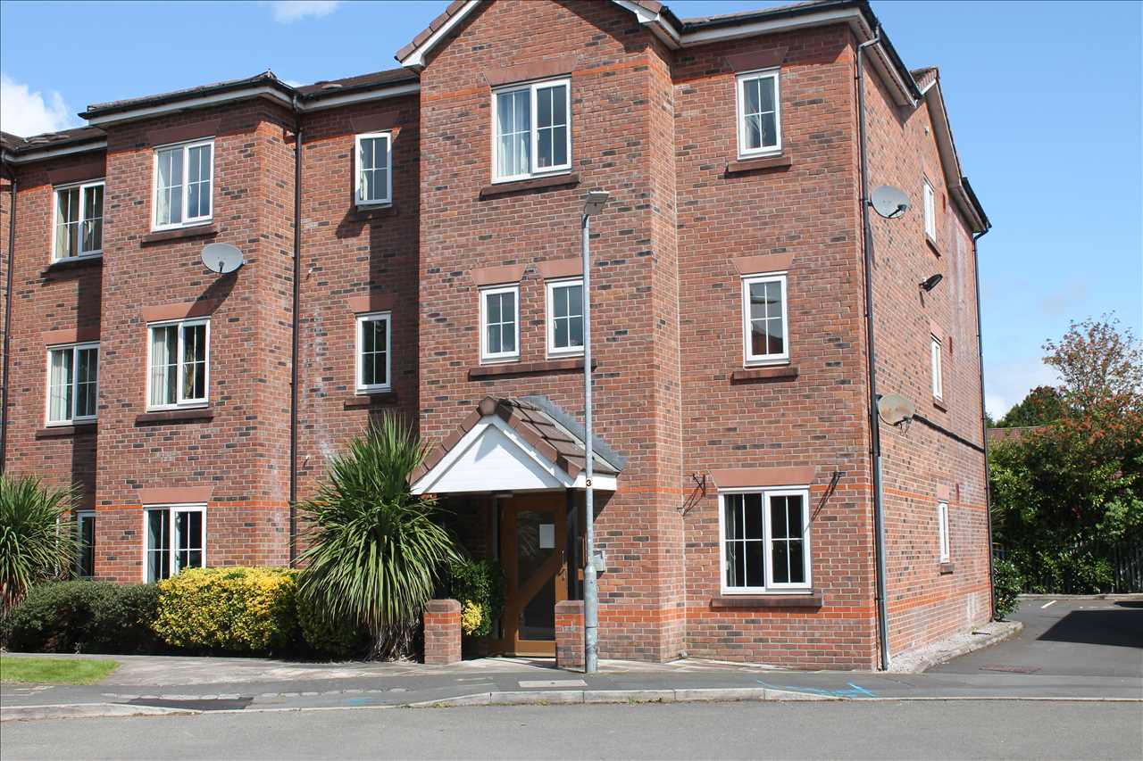 2 bed apartment to rent in Bellfield, Bolton, BL1