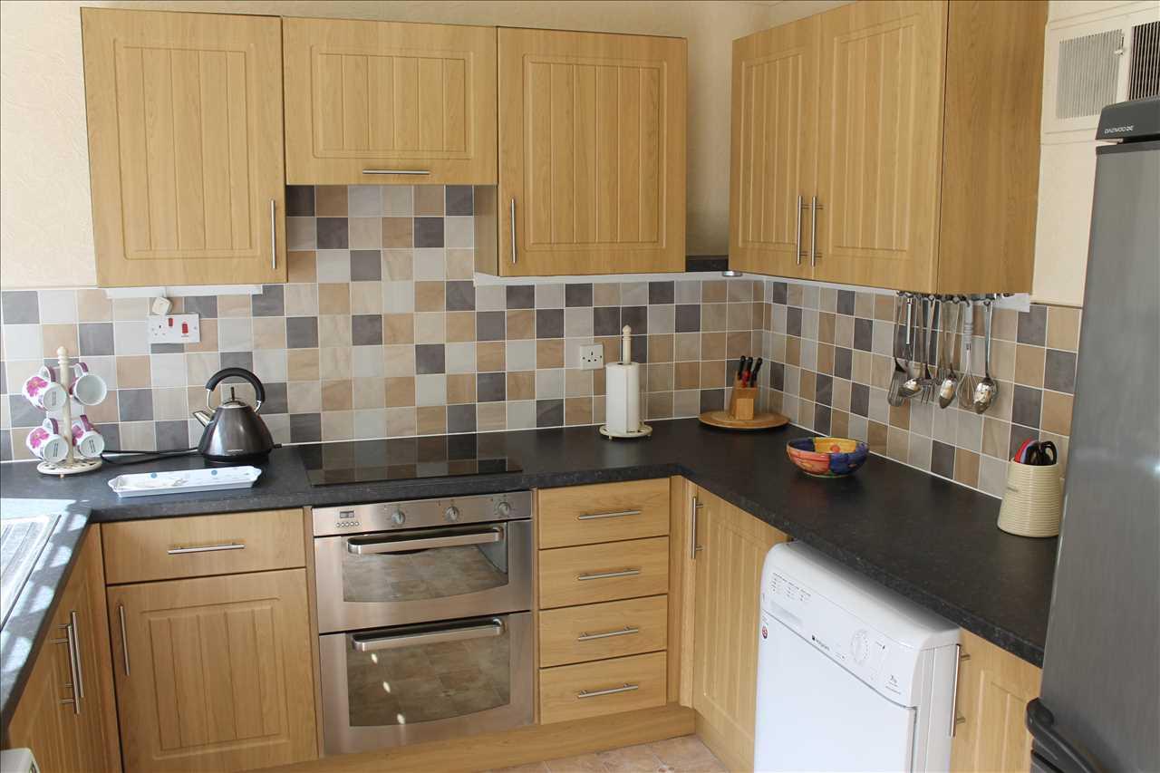 3 bed bungalow for sale in Castle Drive, Adlington 5