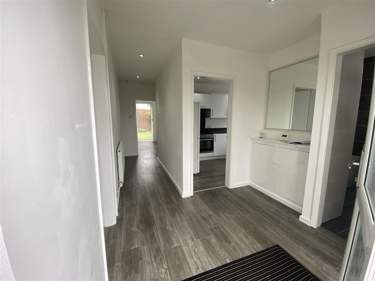 3 bed bungalow to rent in Clifton Drive, Blackrod 2