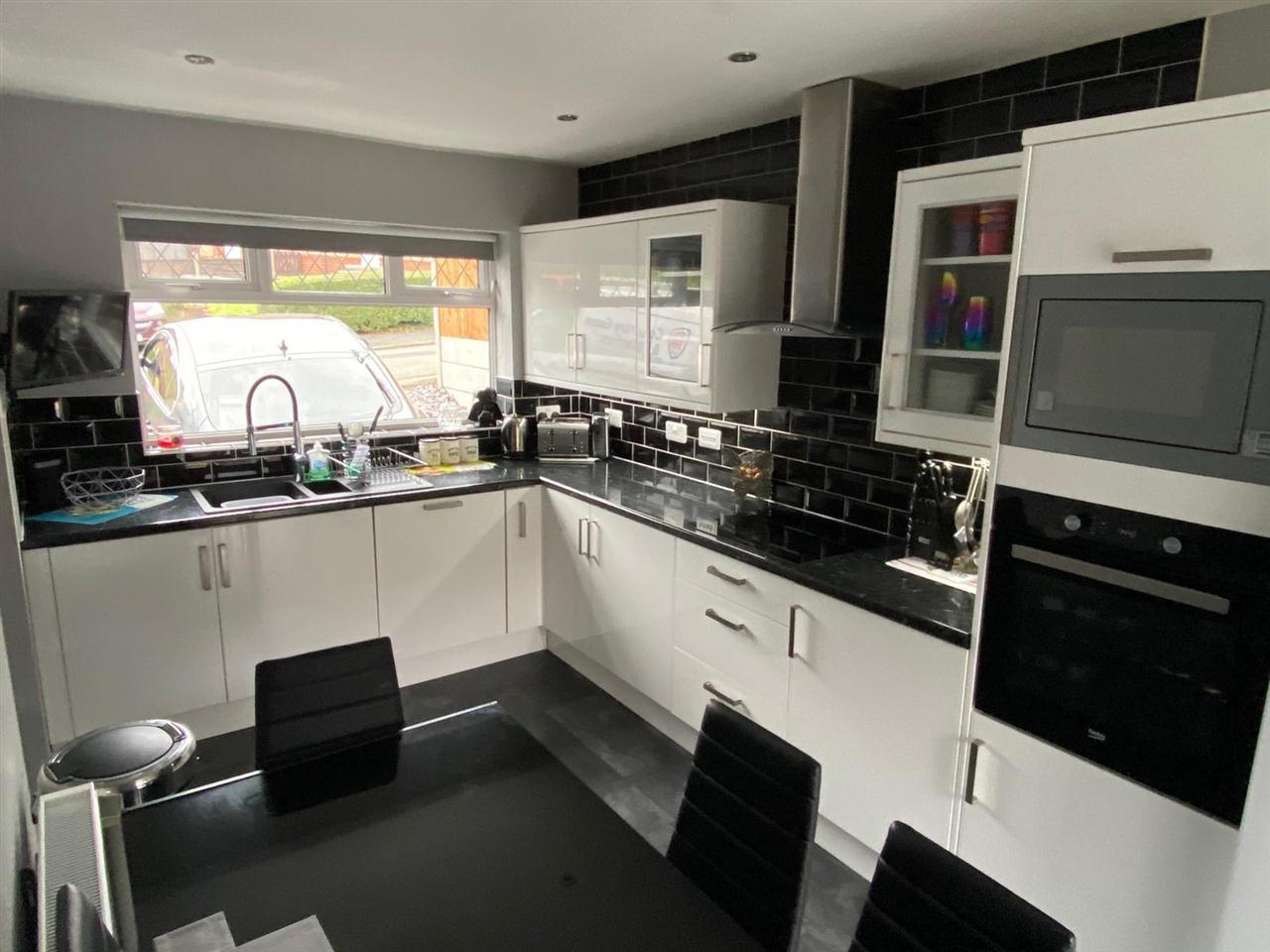 3 bed semi-detached for sale in Singleton Avenue, Horwich 5