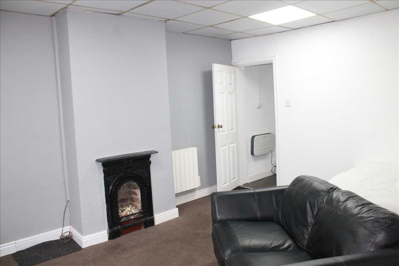 Studio to rent in Tonge Old Road, Bolton, BL2