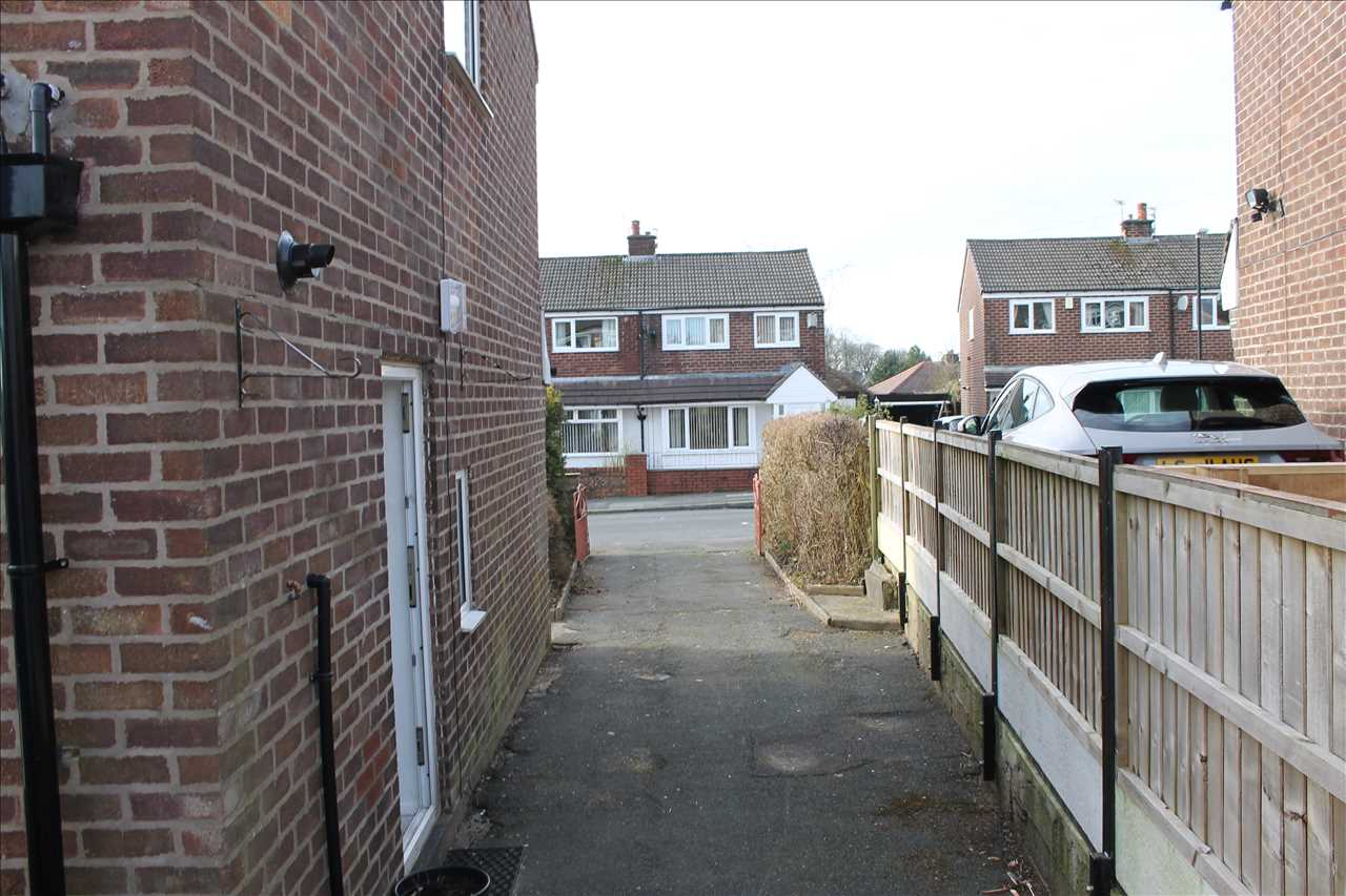 3 bed semi-detached to rent in Kirkstall Drive, Chorley 10