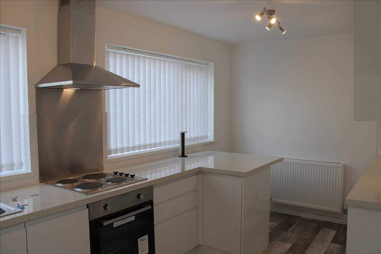 3 bed semi-detached to rent in Kirkstall Drive, Chorley 4