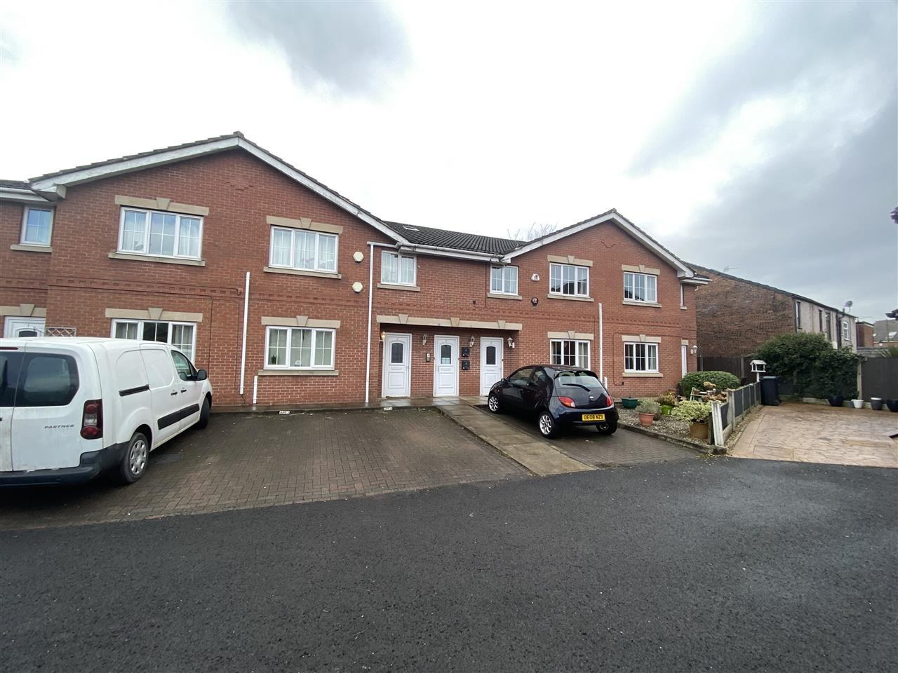 2 bed apartment to rent in Alden Court, Westhoughton, Westhoughton - Property Image 1