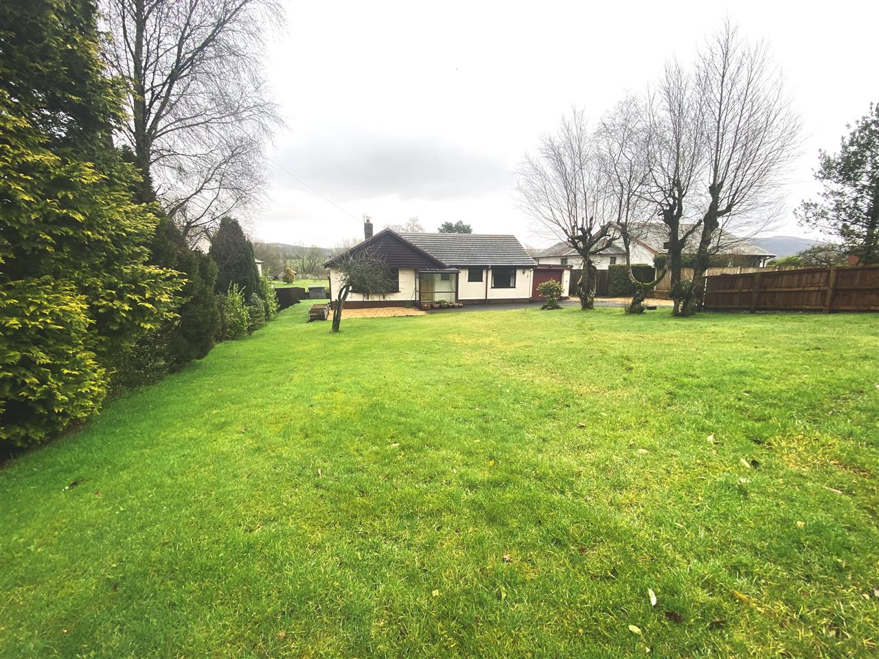 4 bed bungalow to rent in Robin Hill, Long Lane, Adlington, PR6