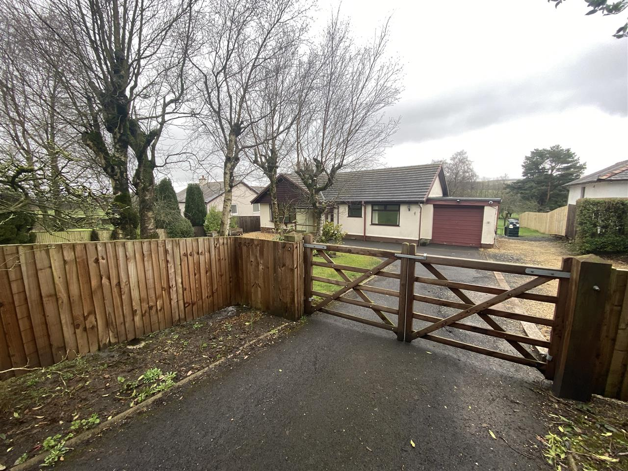 4 bed bungalow to rent in Robin Hill, Long Lane, Adlington 2