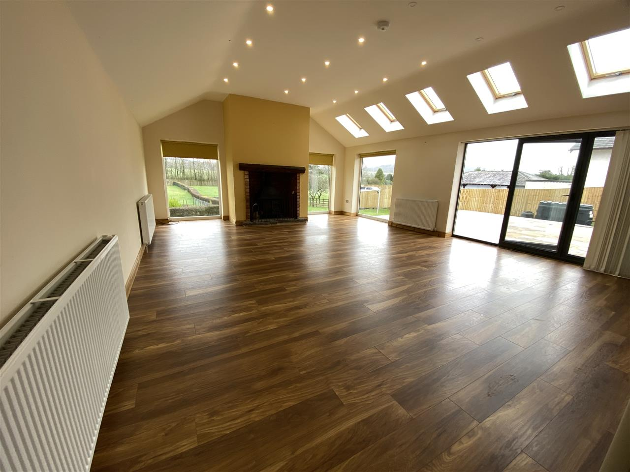 4 bed bungalow to rent in Robin Hill, Long Lane, Adlington 3