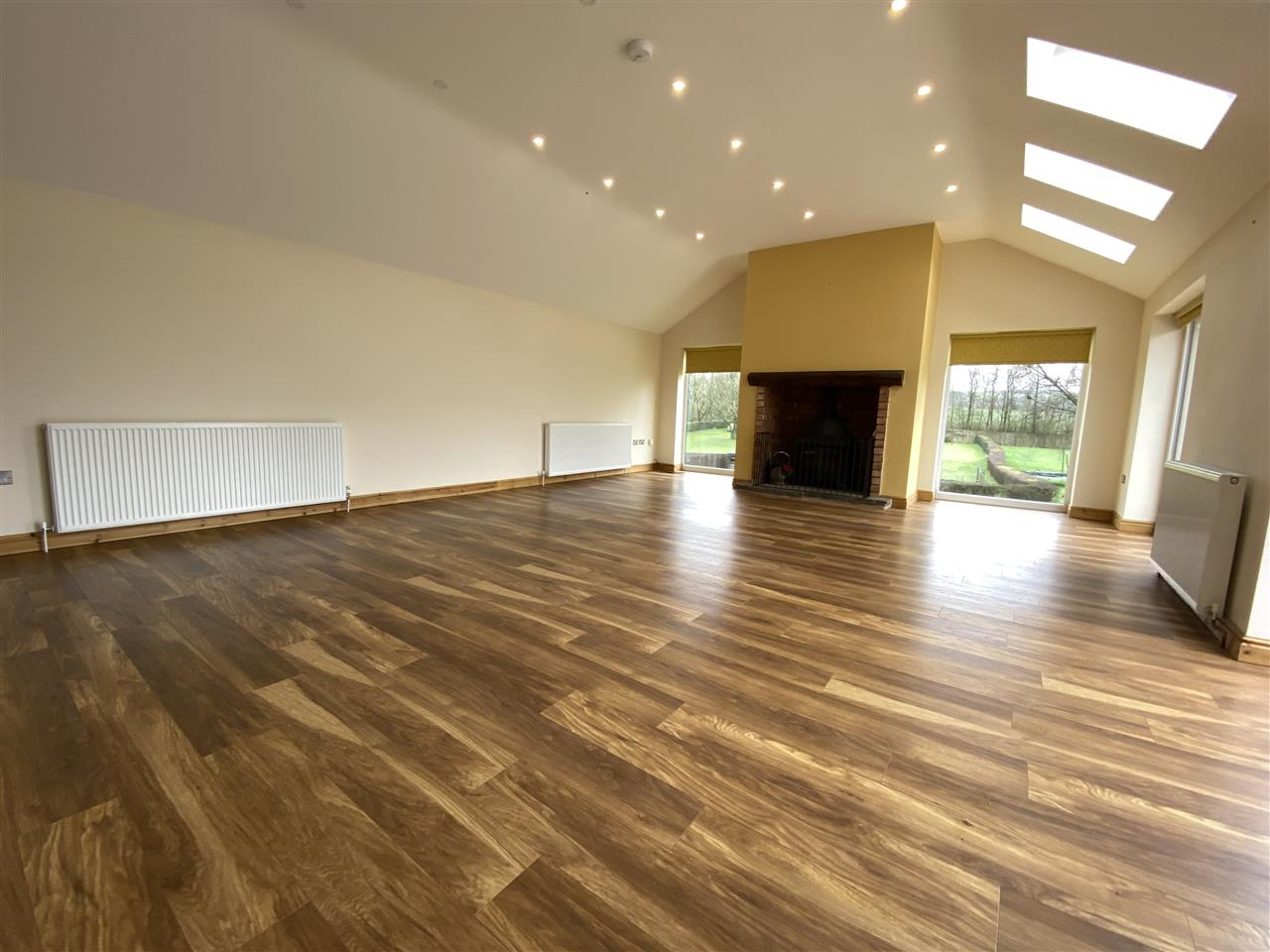 4 bed bungalow to rent in Robin Hill, Long Lane, Adlington 4