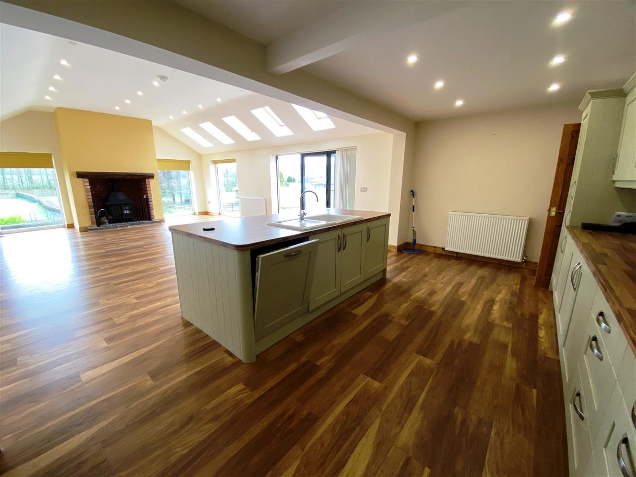 4 bed bungalow to rent in Robin Hill, Long Lane, Adlington 9
