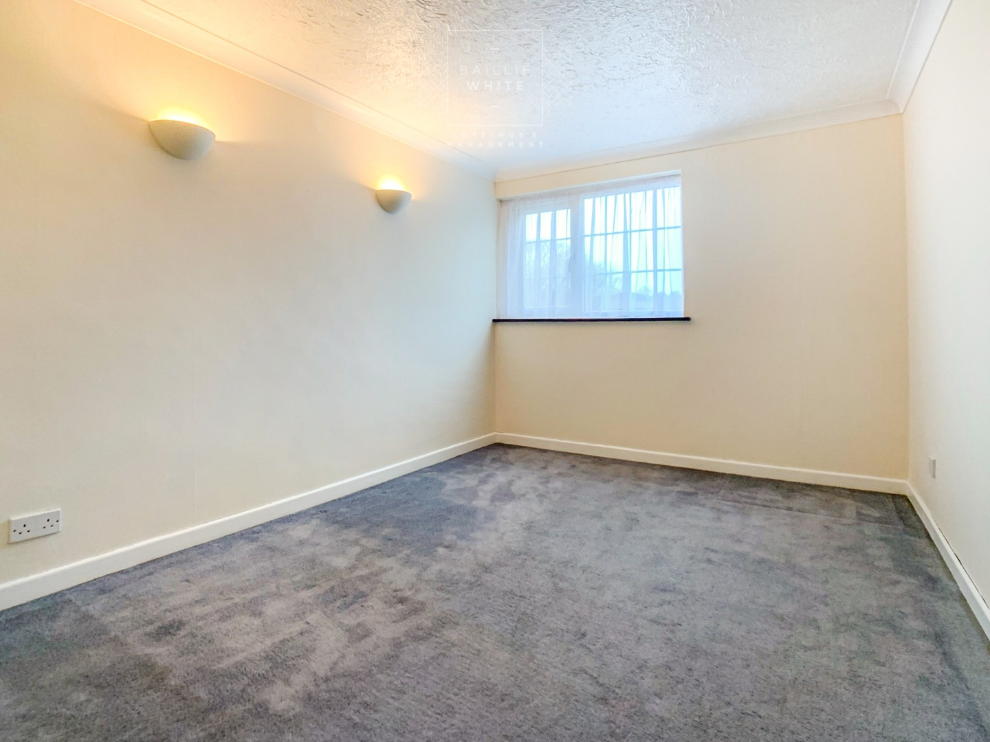 3 bed house to rent in Walthams, Pitsea 7