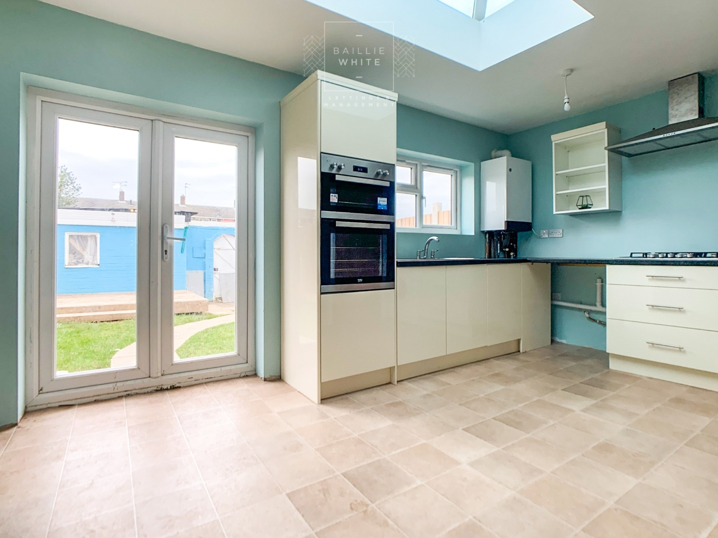 3 bed house to rent in Mynchens, Laindon - Property Image 1