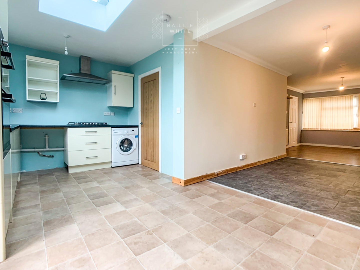 3 bed house to rent in Mynchens, Laindon 2