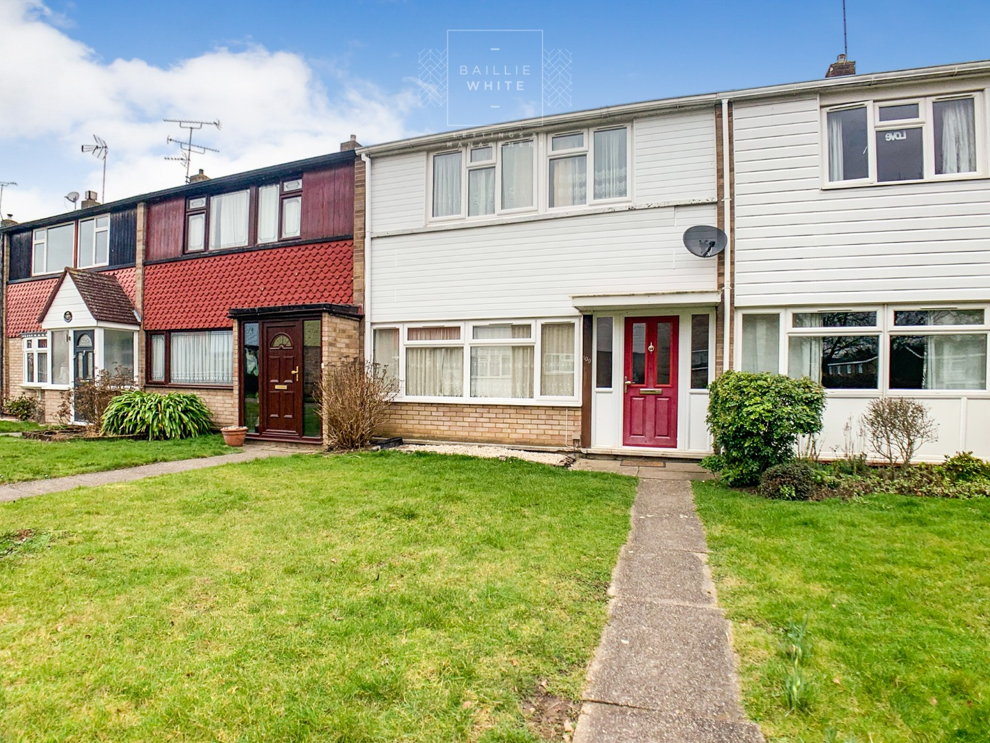 3 bed house to rent in Mynchens, Laindon 8