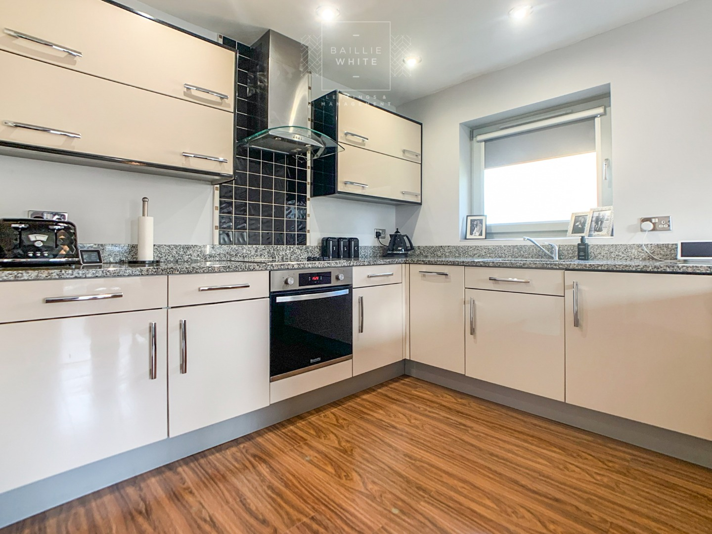 2 bed apartment to rent in Franklins Way 3