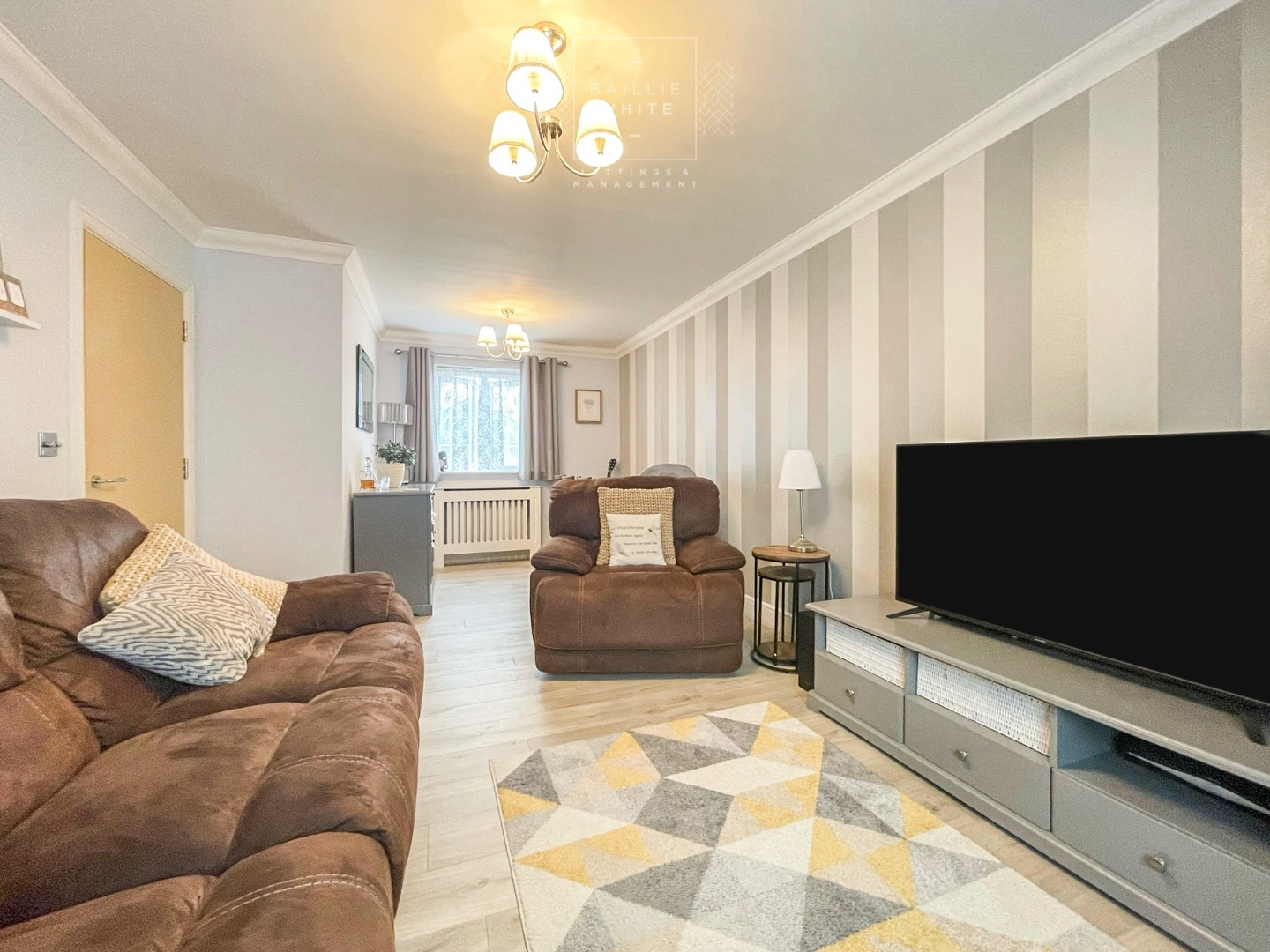 2 bed apartment to rent in Salisbury Close, Rayleigh - Property Image 1