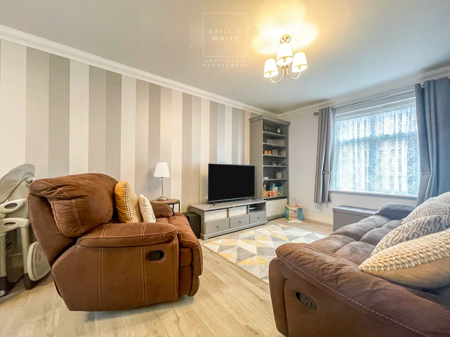 2 bed apartment to rent in Salisbury Close, Rayleigh 2
