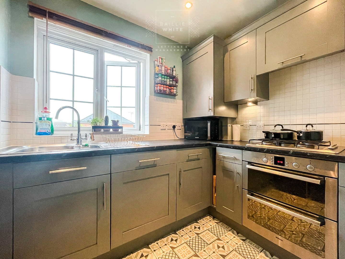 2 bed apartment to rent in Salisbury Close, Rayleigh 4