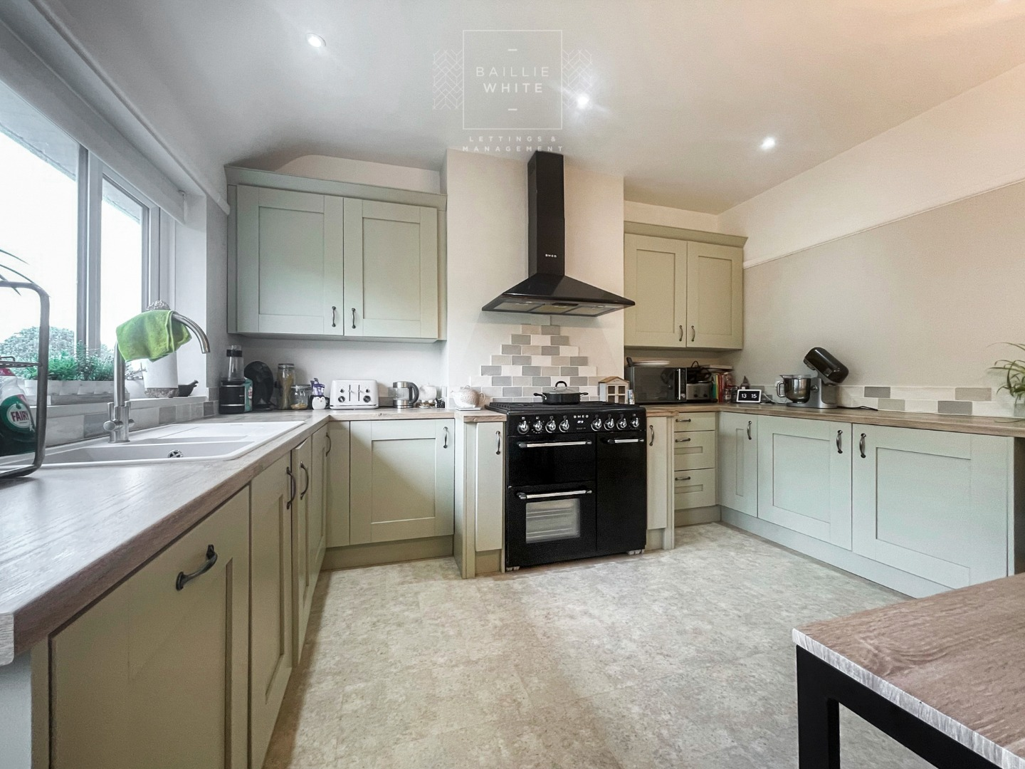 3 bed apartment to rent in Hadleigh Road, Leigh on Sea 4
