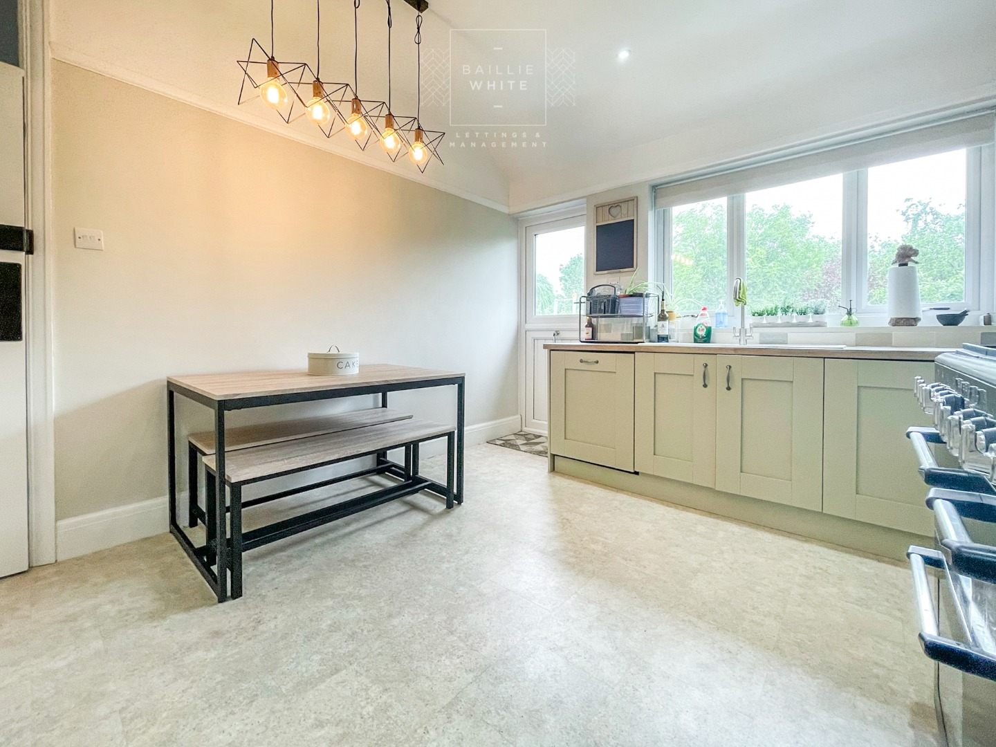 3 bed apartment to rent in Hadleigh Road, Leigh on Sea 5