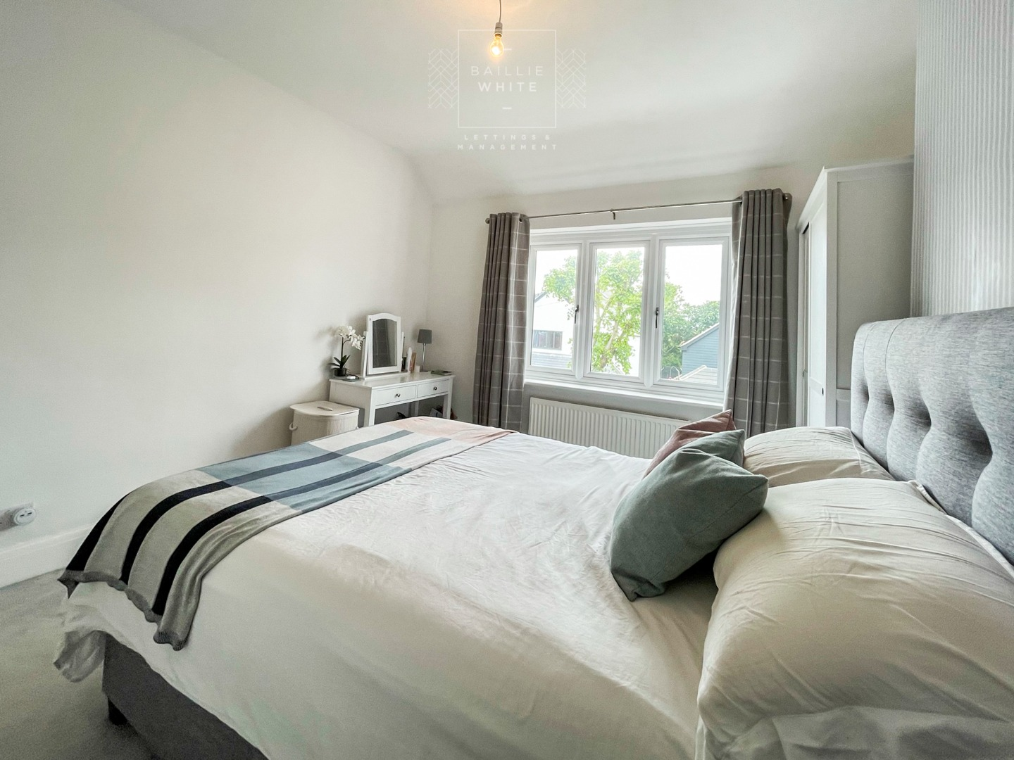 3 bed apartment to rent in Hadleigh Road, Leigh on Sea 7