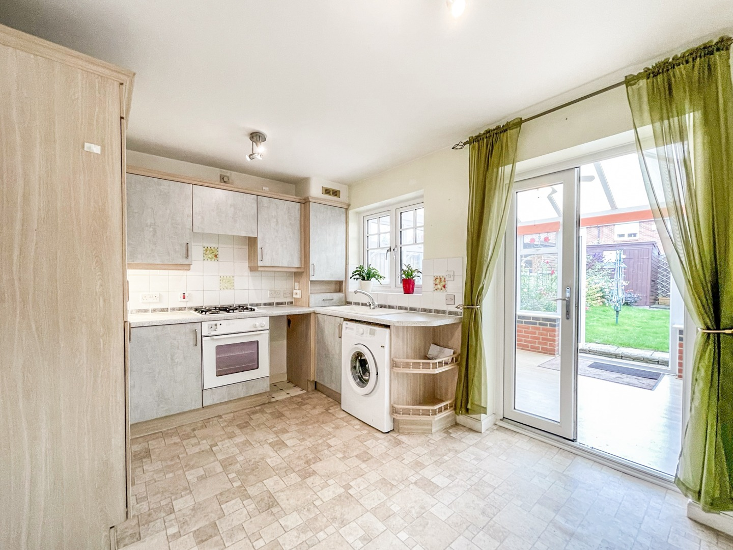 2 bed house to rent in Macgregor Drive, Wickford, SS12
