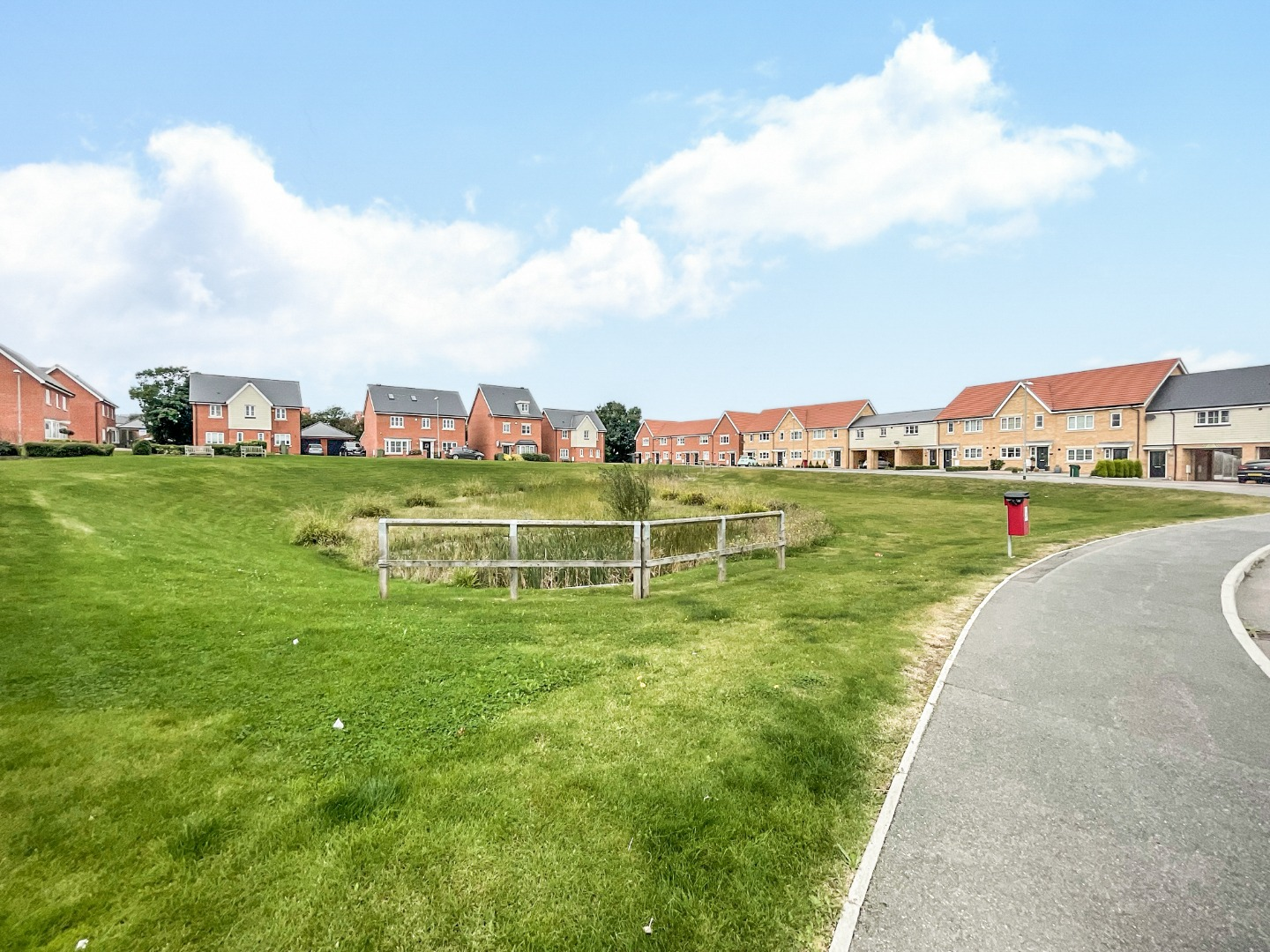 2 bed apartment to rent in Warwick Crescent, Laindon 11