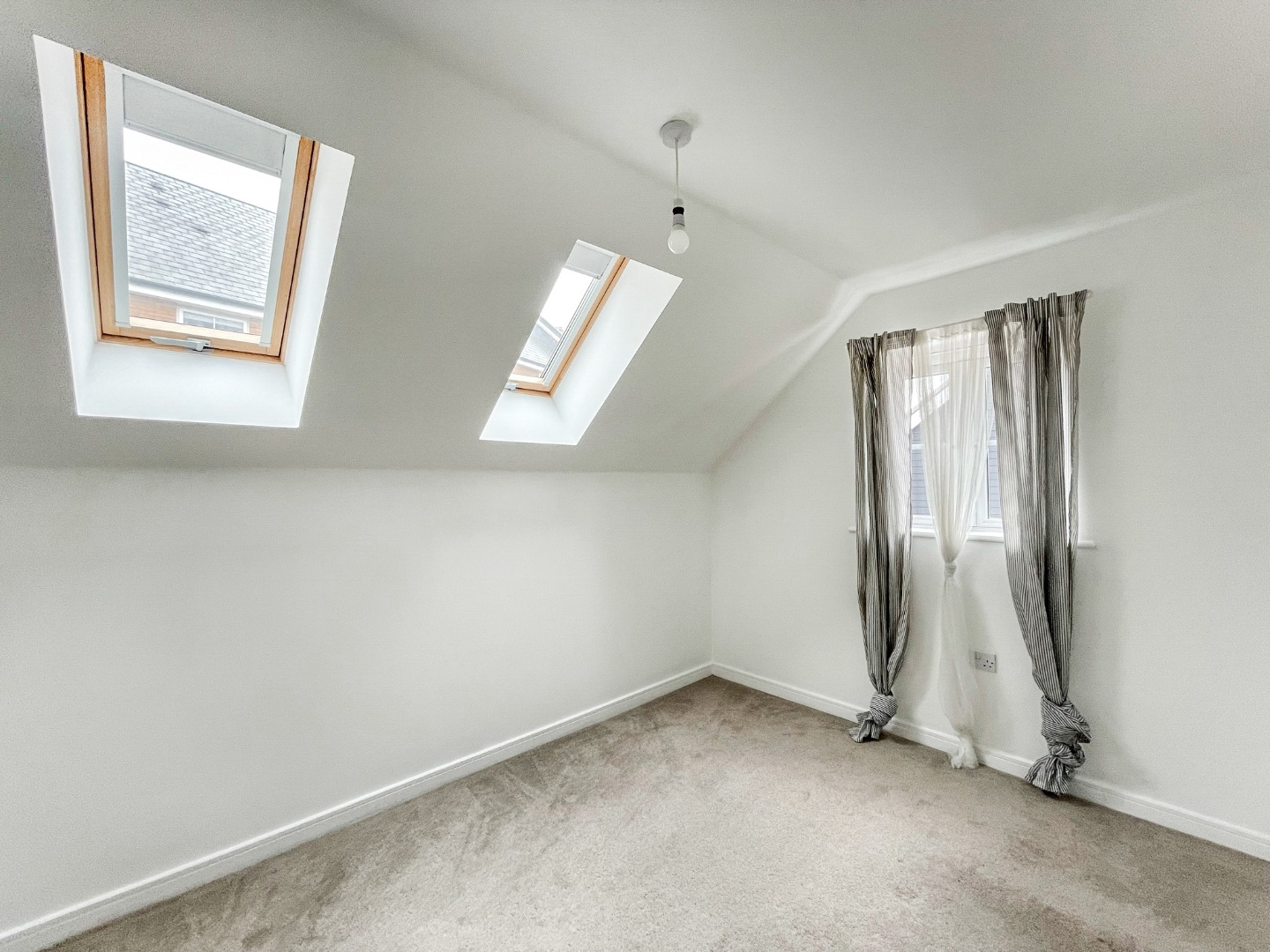 2 bed apartment to rent in Warwick Crescent, Laindon 6