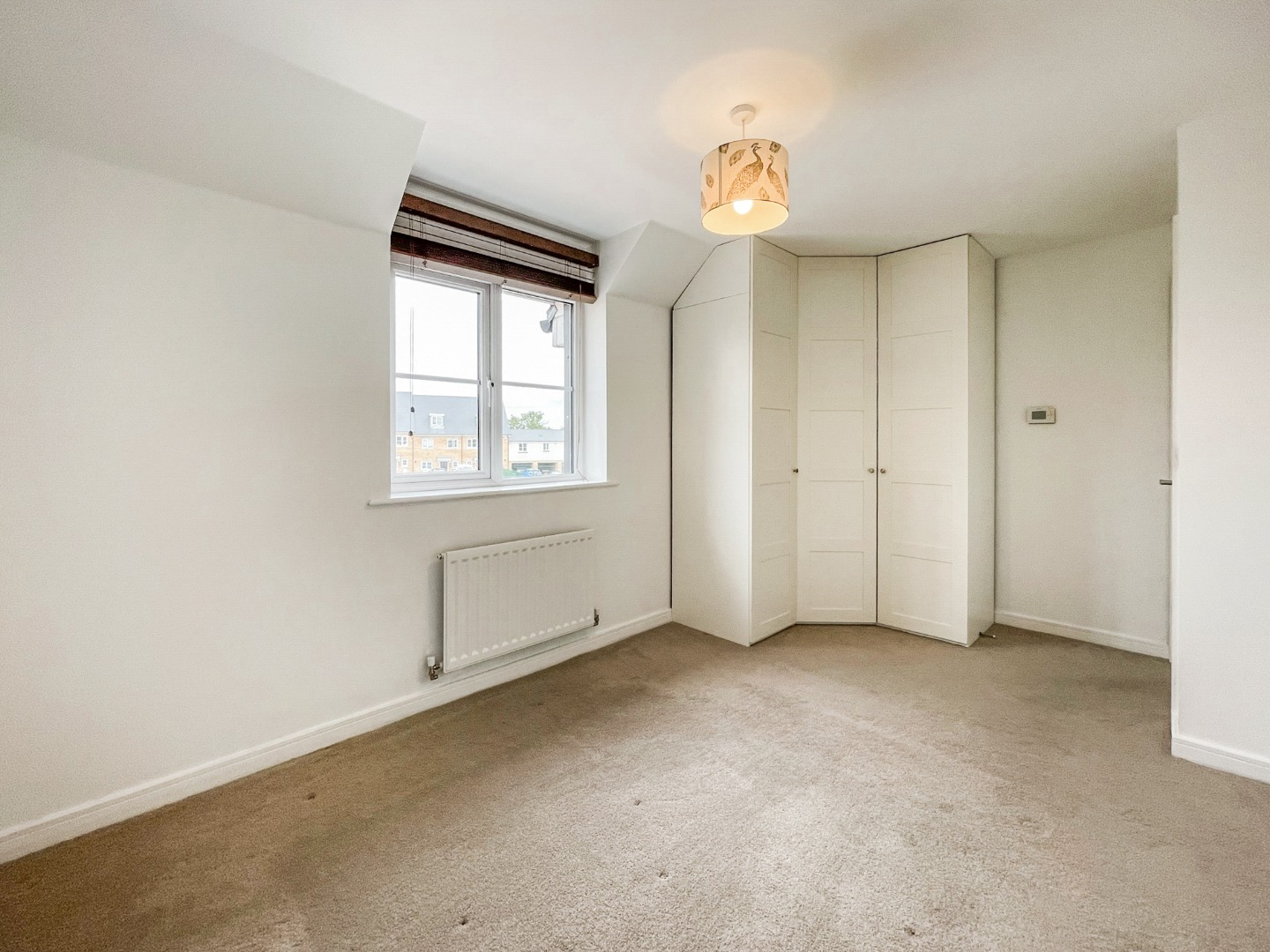 2 bed apartment to rent in Warwick Crescent, Laindon 8
