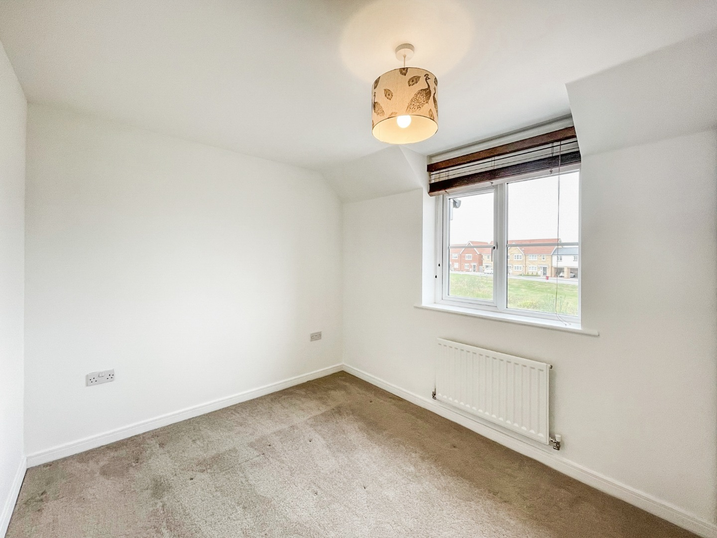 2 bed apartment to rent in Warwick Crescent, Laindon 9