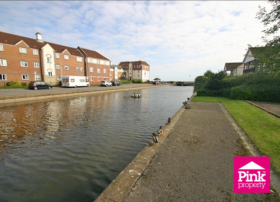2 bed flat to rent in Ha'penny Bridge Way - Property Image 1