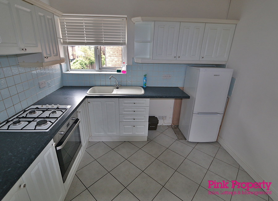 2 bed flat to rent in Crowther Court, Swanland 2