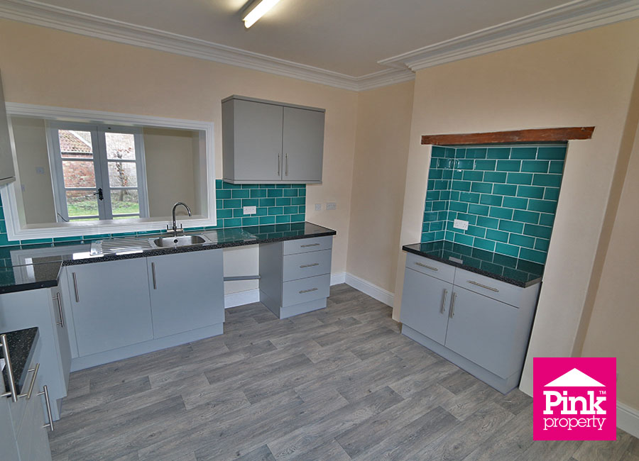 4 bed house to rent in Ferry Road, South Cave, HU15 9