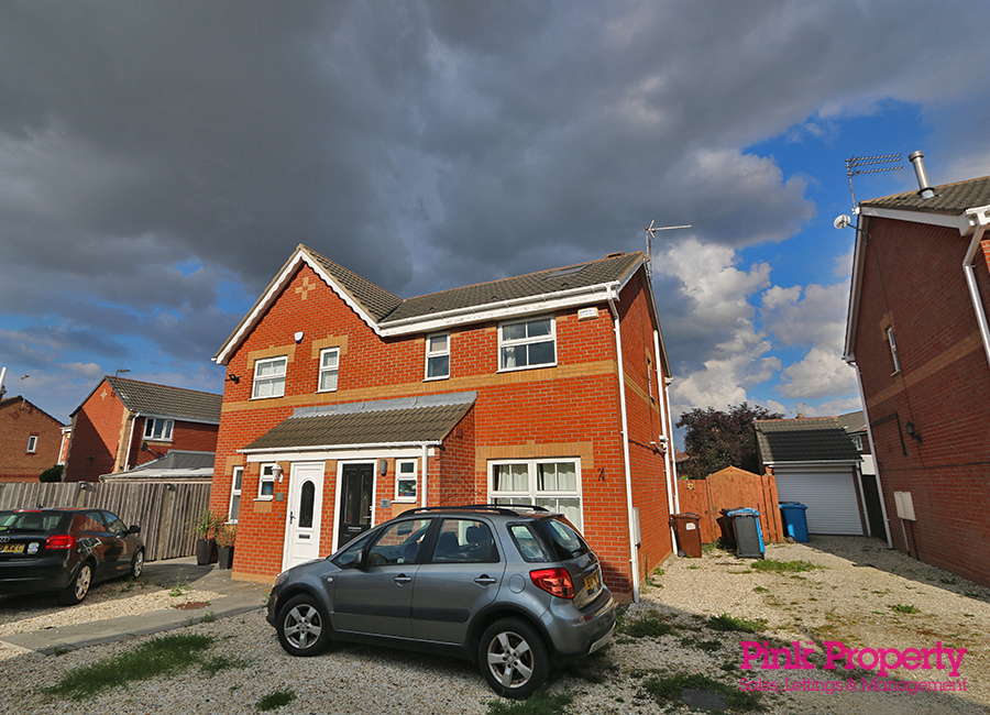 3 bed house to rent in Lorenzos Way, Hull - Property Image 1