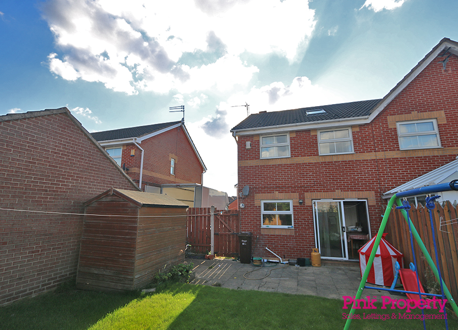 3 bed house to rent in Lorenzos Way, Hull 8