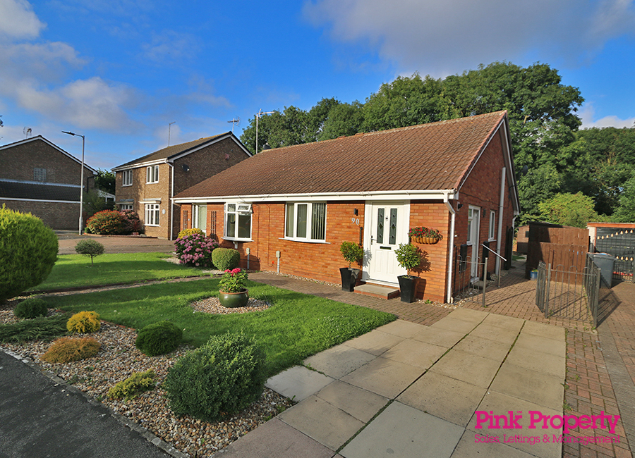 2 bed bungalow to rent in Welwyn Park Road, HU6