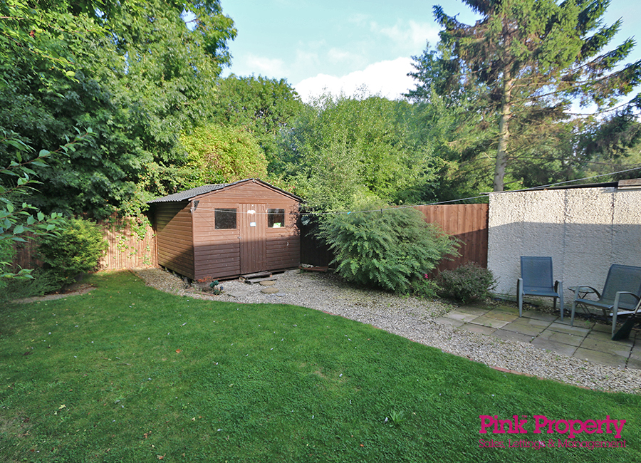 2 bed bungalow to rent in Welwyn Park Road 3