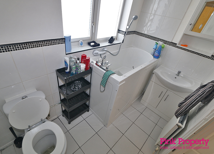 2 bed bungalow to rent in Welwyn Park Road 5