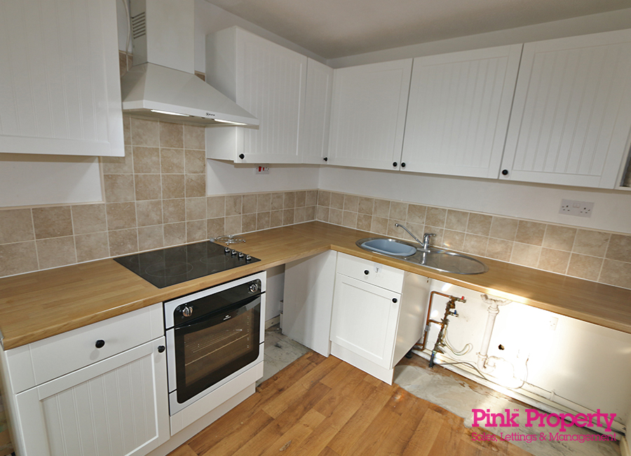 2 bed bungalow to rent in Welwyn Park Road 7