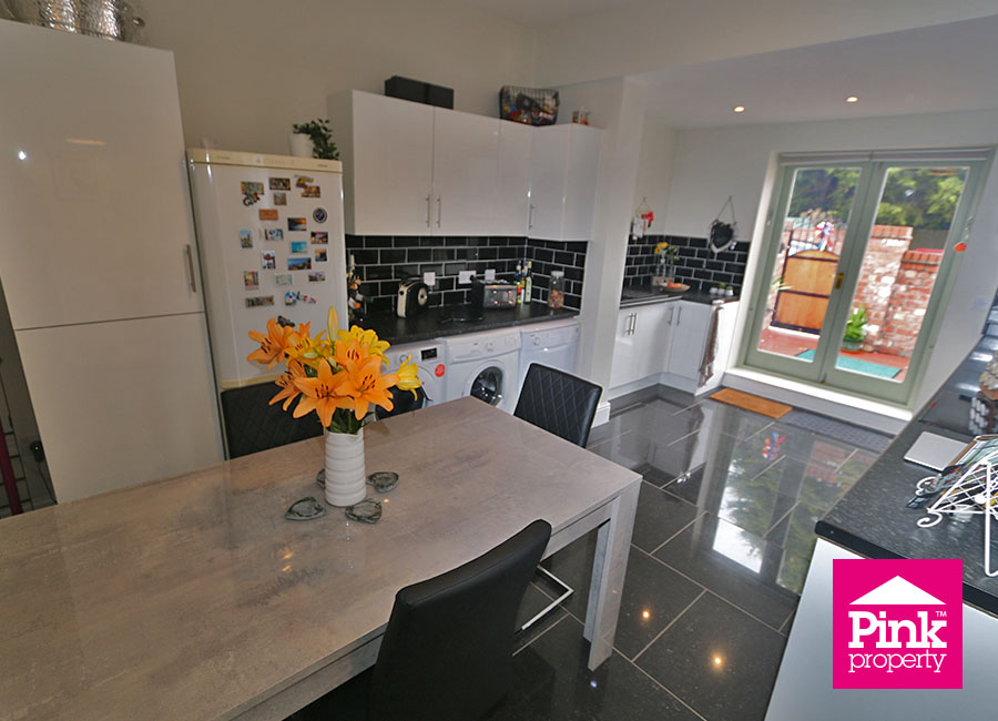 3 bed house for sale in Beckside 6